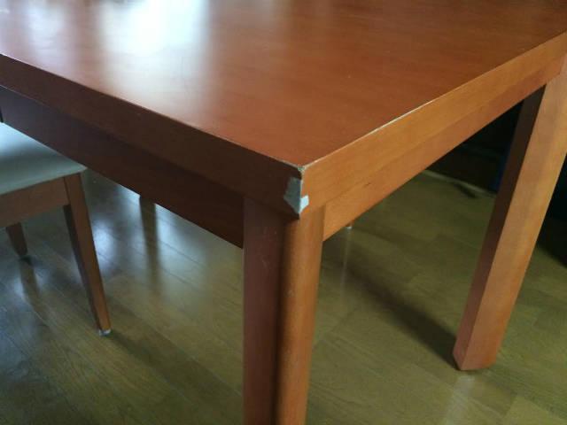テーブルの角を補修する方法「エポキシパテと補修ペン」