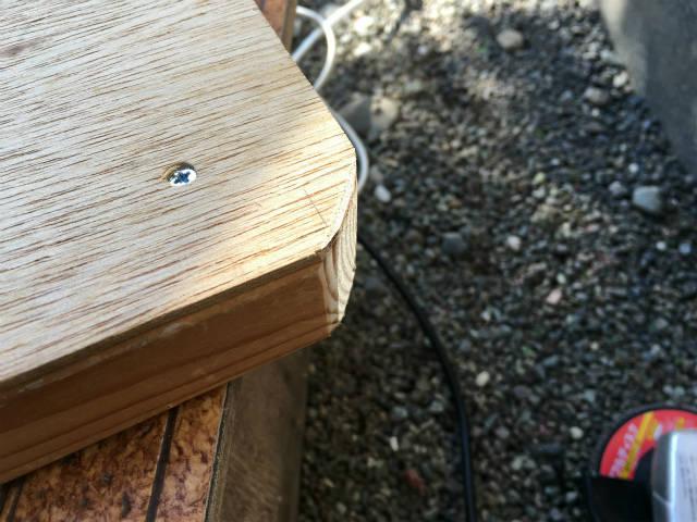 グラインダーで木材を成形