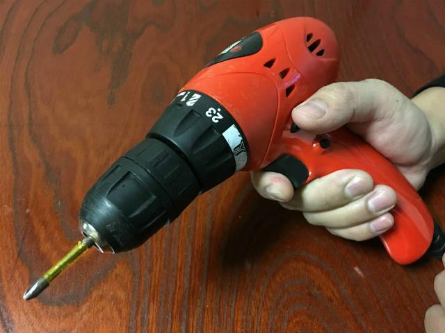 DIYの基本工具|電動ドライバーの使い方
