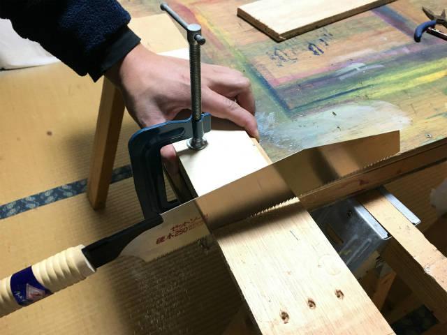 材料に対してのこぎりが水平な方が切りやすい