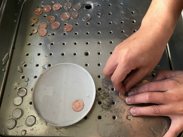 汚れた硬貨をピカピカにする方法