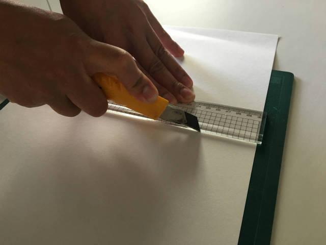 カッターを使った安全な直線カット|タジマ カッターガイド